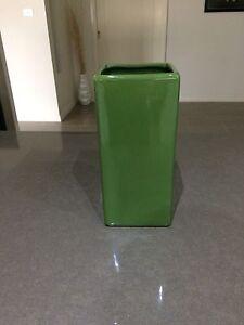 Green vase Middleton Grange Liverpool Area Preview