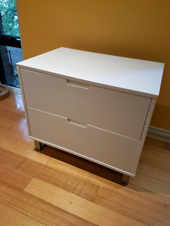 Bed side table / drawers white