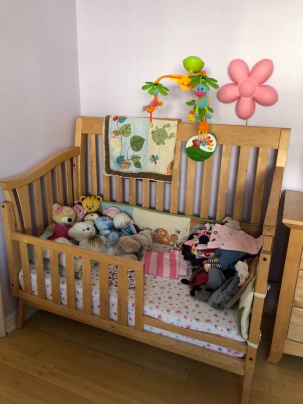Baby Cache nursery furnuture set (3)