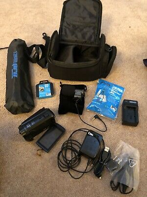 Canon Vixia HF R800 Full HD Camcorder Bundle Case Tripod Light