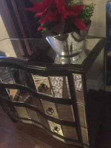 Mirrored Dresser or Entrance Piece Oakville / Halton Region Toronto (GTA) image 3
