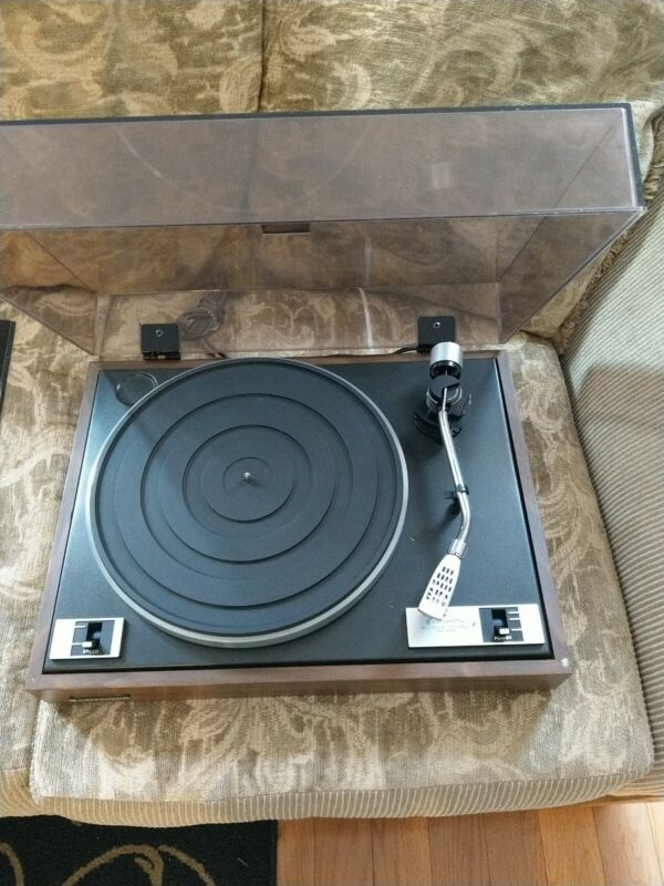Kenwood  KD1033 Turntable  w/Audio Technica Cartridge. Used and works great.