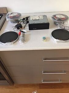 Car stereo/cd/CD-R  + 2 speakers Mont Albert North Whitehorse Area Preview