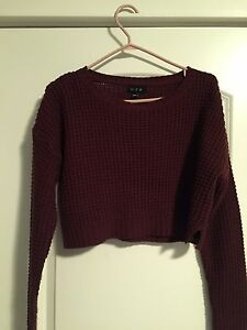 Burgundy knit crop
