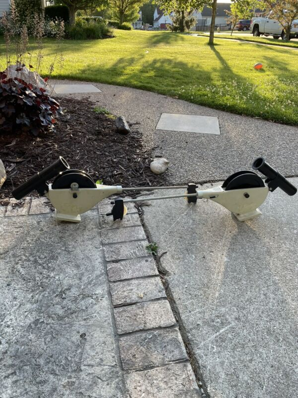 2 Cannon Easi-Troll Downriggers design by fishermen WHITE COUNTER WORKS Great