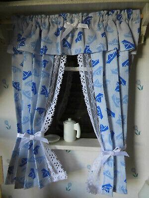 GARDINE,ca.15,6cm lang,hellblauweiße Faltboote,Kinderzimmer,Puppenstube,