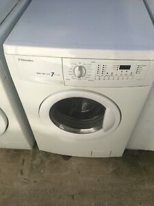 Free delivery.Electrolux washing machine washer dryer combo 7kg/3.5kg