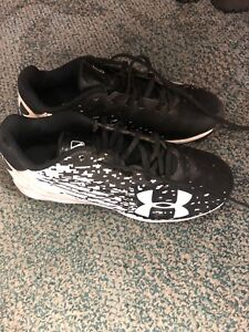 Boys size 3 Under Armour baseball cleats.