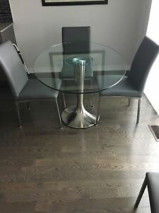 Oval glass table with Four leather chairs Oakville / Halton Region Toronto (GTA) image 2