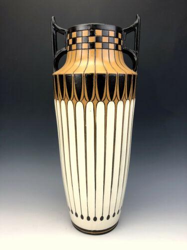 Villeroy & Boch Vienna Secessionist Art Nouveau Vase 3048 Mettlach, Germany 1909