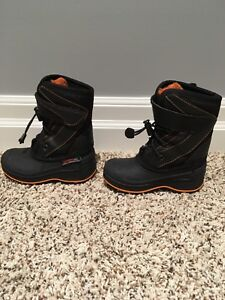 Kids winter  boots size 8