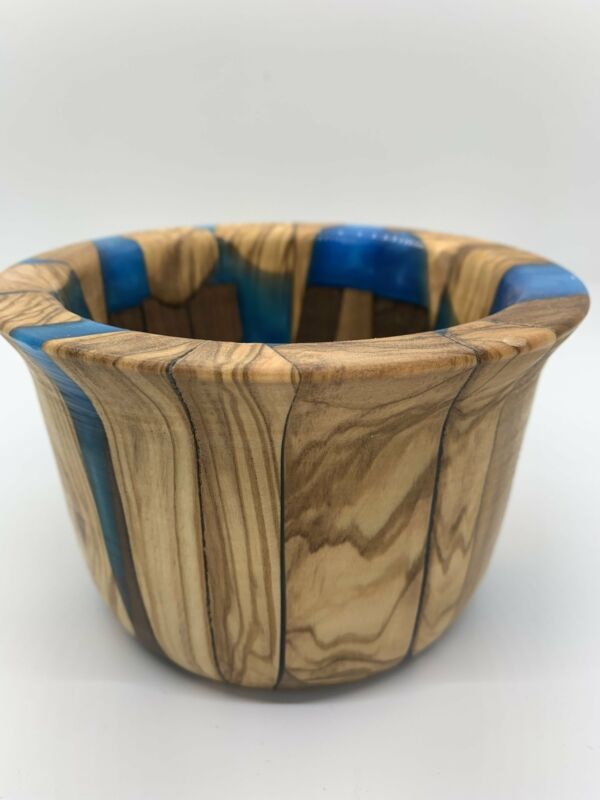 Maple off-cut and epoxy bowl