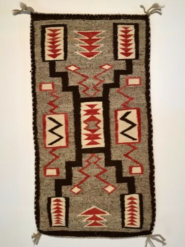 BEAUTIFUL NAVAJO STORM PATTERN RUG, HANDSPUN WOOL, C1940,  MINT CONDITION