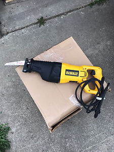 DEWALT 12 AMP RECIPROCATING SAW LIKE NEW
