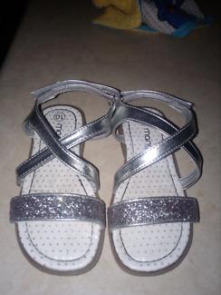 Sandal's size 10