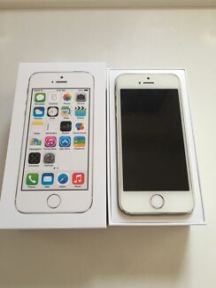 Selling iphone 5s silver 32gb unlocked Fairfield West Fairfield Area Preview