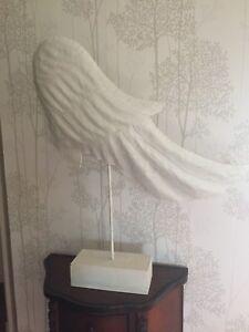 2 ailes (blanc) en métal sur socle - décoration moderne