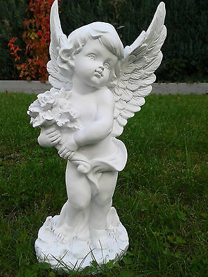 weißer Engel stehend mit Blumen - 28 cm