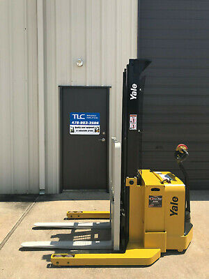 2009 Yale Walkie Stacker - Walk Behind Forklift - Straddle Lift Only 4459 Hours