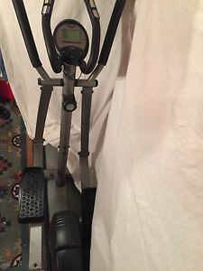 SELLING AN ELLIPTICAL MACHINE!!