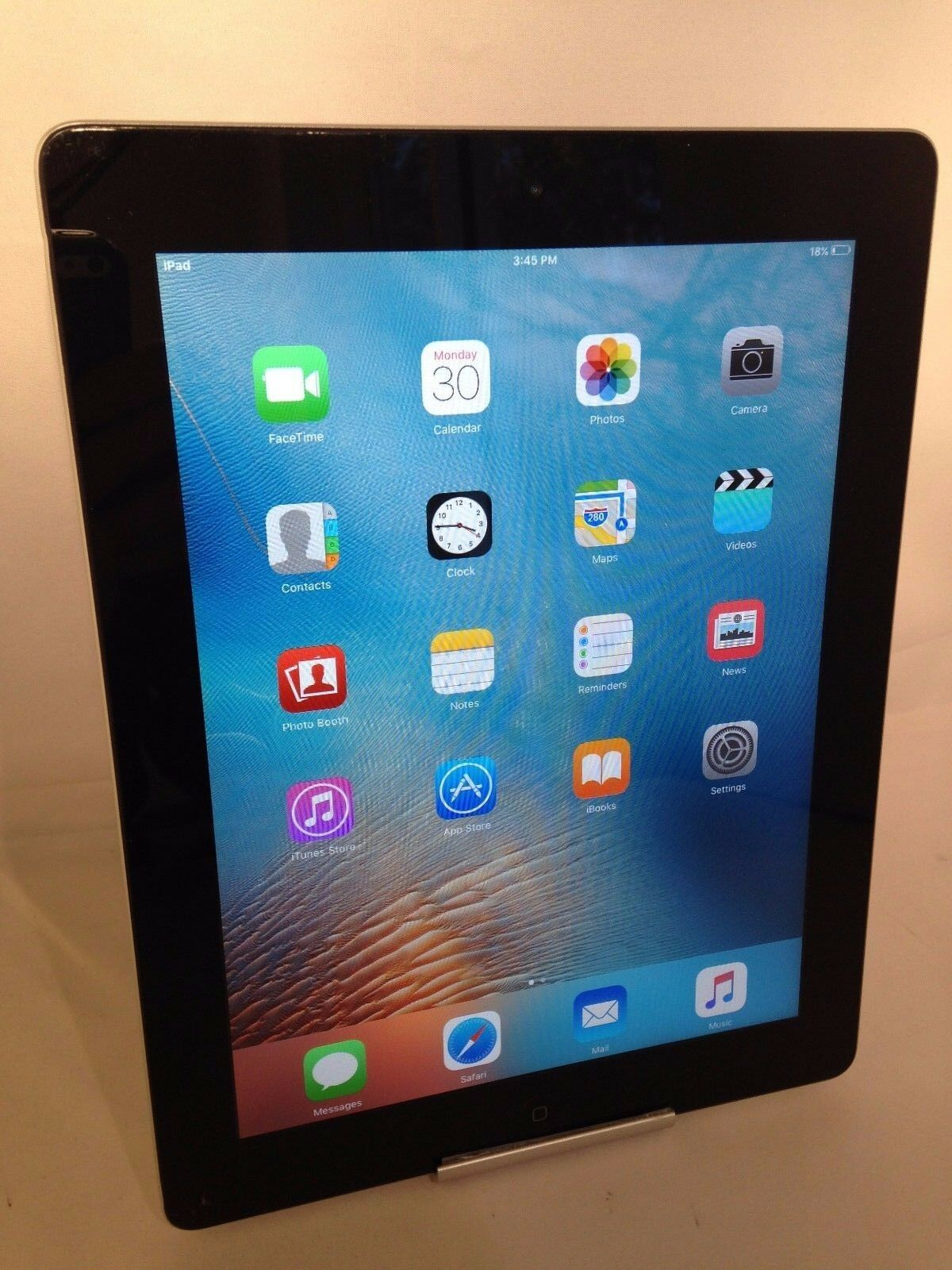 Apple iPad 2nd Generation 64GB Black WiFi CRACKED READ AS IS