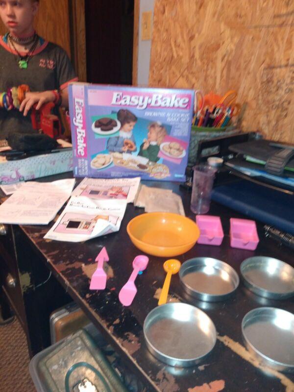 Easy-bake 1990 Brownie & Cookie Bake Set