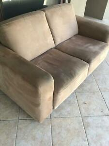 2seater lounge in good condition