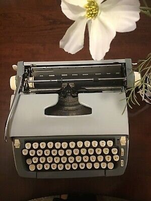 ANTIQUE VINTAGE SMITH-CORONA STERLING TYPEWRITER GREY COLOR. Good used
