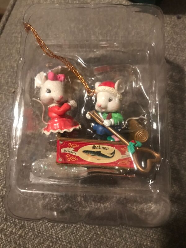 NON ENESCO CHRISTMAS ORNAMENT: COLORFUL MOUSE COUPLE BOATING ON RIVER! NEW