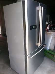 Haier 647L French door fridge/freezer Chambers Flat Logan Area Preview