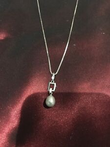 Pearl with diamond  and chain 18k Gold