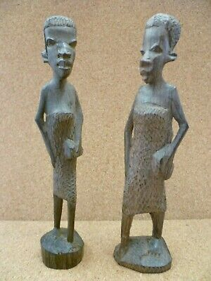 A VINTAGE PAIR OF AFRICAN HARDWOOD CARVINGS OF TRIBESWOMEN. AFRICANA CARVINGS