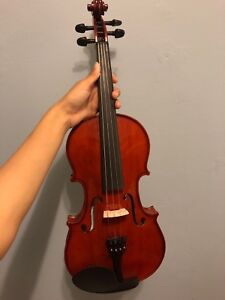 Violin (full size) comes with everything NEED GONE ASAP