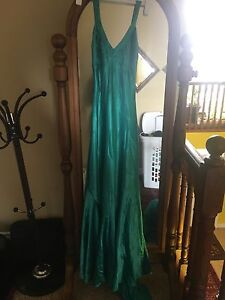 Green silk dress with small train