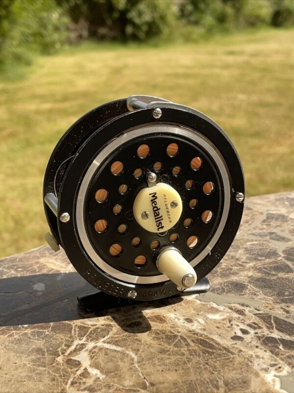 Vintage PFLUEGER 1494 1/2 AK Medalist Fly Fishing Reel with Line - EXCELLENT!