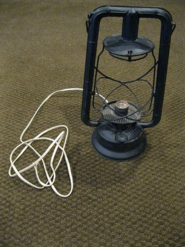 ANTIQUE VINTAGE ELECTRIFIED BLACK DIETZ MONARCH LANTERN Nice Condition