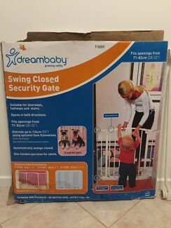 Dreambaby Safety gate & gate extension