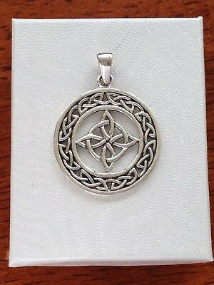 - Sterling Silver 925 Celtic Trinity Triquetra Knot Round Pendant 22mm