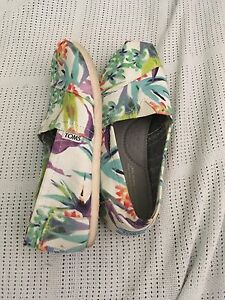TOMS white and floral shoes Sz 7 Wembley Cambridge Area Preview