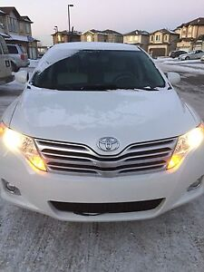 2010  Toyota Venza AWD, leather, remote stater with low km