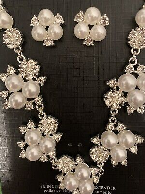 - ACCENT FASHION JEWELRY PEARL & CRYSTAL NECKLACE & EARRINGS SET