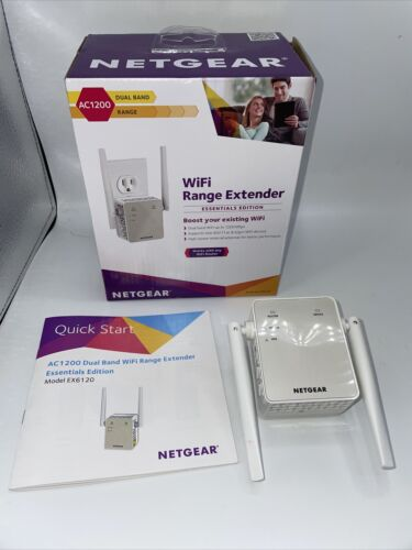 NETGEAR AC1200 Wi-Fi Range Extender - Essentials Edition -