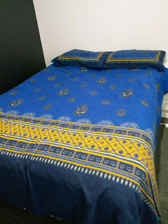 Queen bed doona cover and 2 pillow cases