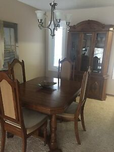 Solid Oak dinning set with hutch