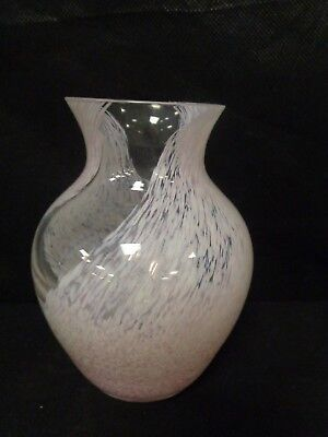 "CAITHNESS GLASS VASE WITH SWIRLS -MEDIUM SIZE PINK VASE 5 3/4"" TALL       (CHA)"