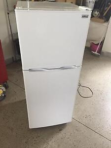 Fridge freezer Stirling brand Derrimut Brimbank Area Preview