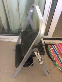 2 step ladder (up to 100kg)
