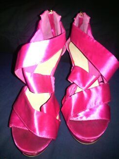 Pink sz10 sandals Cronulla Sutherland Area Preview