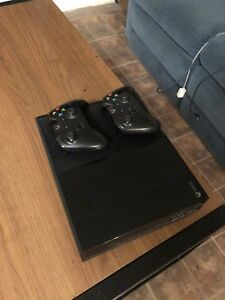 Xbox One w/ 2 Controllers