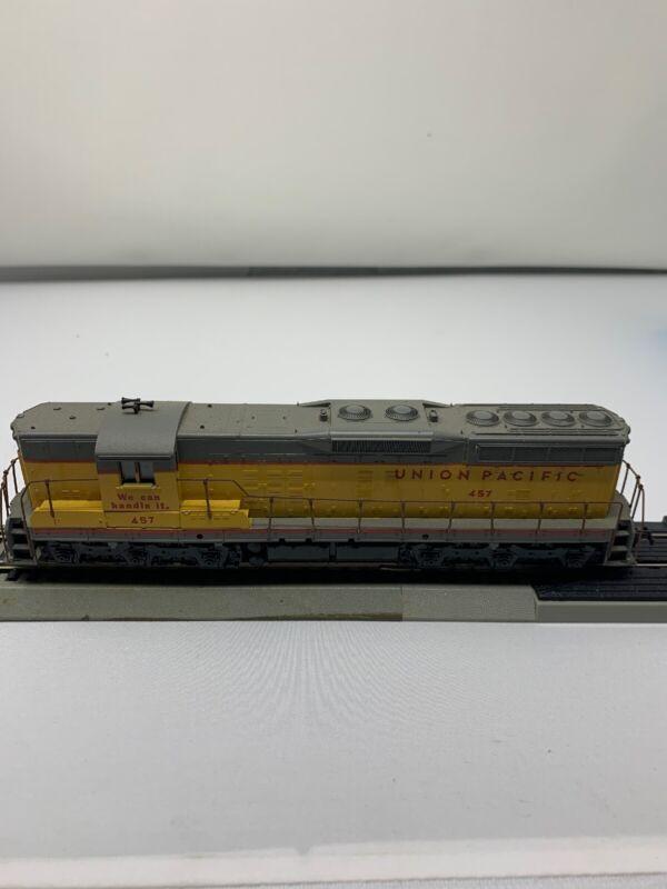 Athearn HO Gauge Union 457 Pacific SD9 Diesel Locomotive No 3806 O1